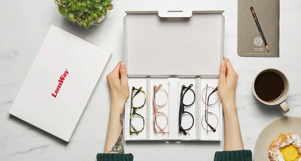 LensWayltä voit tilata neljät kehykset kotiin sovitettavaksi täysin maksutta.