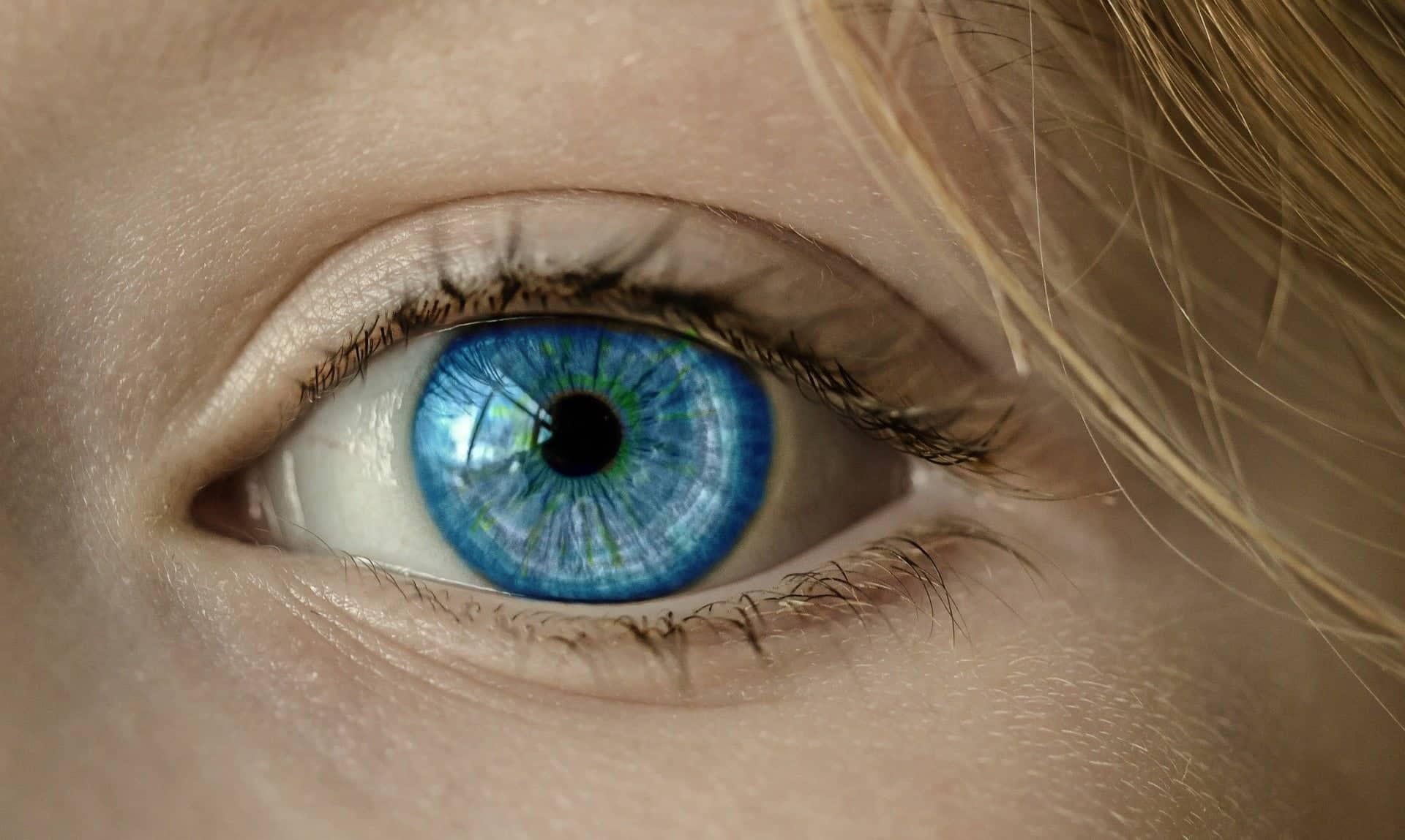 Näkeminen - lähikuva silmästä