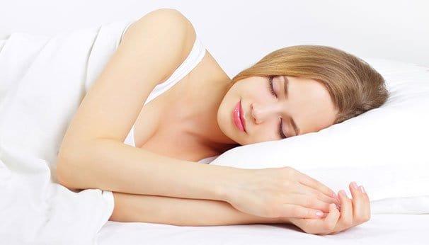 Yötäpäivää-linssit päässä voi myös nukkua.