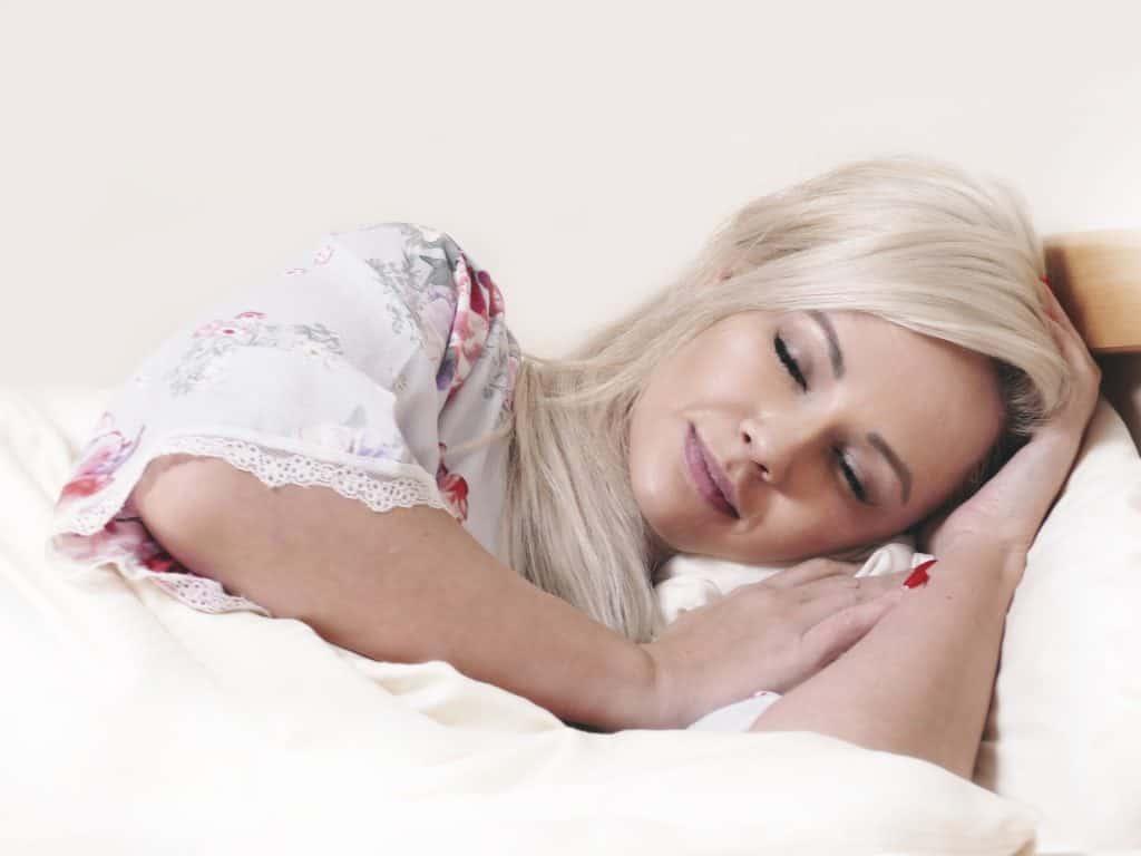Kuva nukkuvasta naisesta