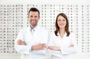 Piilolinssien ostaminen optikkoliikkeestä