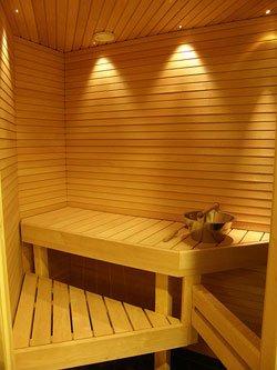 Piilolinssit ja sauna